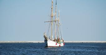 Współczesne piractwo i akty przemocy na morzach